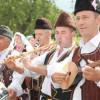 Und wieder rollt eine Lawine internationaler Folklore