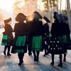 Jänschwalder Ostersängerinnen ziehen durch die Straßen