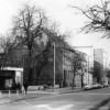 Guben: Wilhelm-Pieck-Straße mit HO-Geschäft und Bockwurst-Bude um 1960