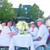 Straßendinner in weiß In Spremberg