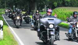 Biker fahren in Limberg für eine wirtschaftsstarke Lausitz