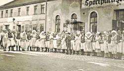 Parade der wendischen Paare in Ströbitz