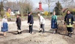 Erster Spatenstich für das neue Dorfgemeinschaftshaus Müschen