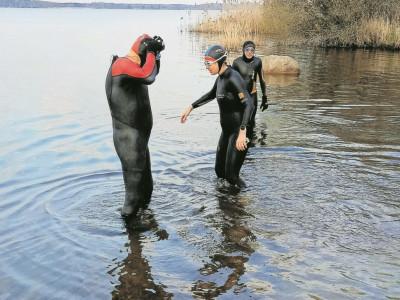 Senftenberger Triathleten trainieren im Senftenberger See