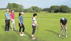 Schläger schwingen zum Neuhausener Golf-Erlebnistag