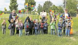 Forster Kitagruppen dekoriert Insektenwiese