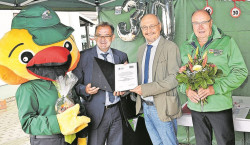 KWG spendet zum 30 Jährigen Vereinsjubiläum der Verkehrswacht OSL