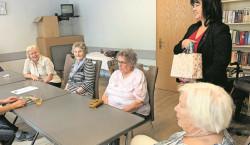 Spremberger Bürgermeisterin bedankt sich bei Strickfrauen