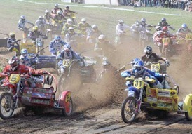 Motocross-Spektakel mit großen Sprüngen