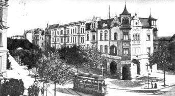 Cottbus: Blick in die Karl-Liebknecht-Straße Richtung Brandenburger Platz. Die Bahn biegt Richtung Bahnhof ein