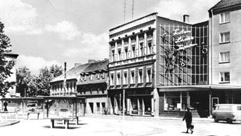 Cottbus: Blick in die Straße der Jugend und zum Breitscheidplatz; links führt die Breitscheidstraße zum Weltspiegel
