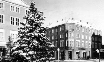 Forst: Großer Weihnachtsbaum zierte Berliner Platz