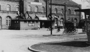 Spremberg: Vorplatz mit Zeitungskiosk