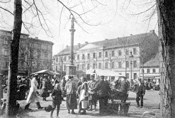 Forst: Mittelschule auf dem Lindenplatz