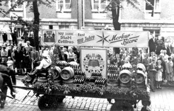 Cottbus: Merkur-Festwagen im Stadtumzug