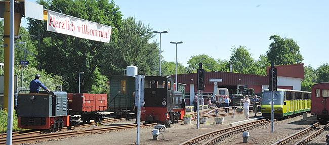 Schienen-Stelldichein in Dampf und Diesel