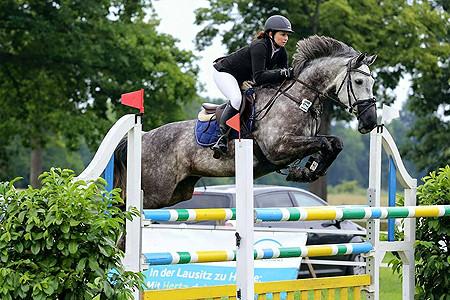 Pferd-Reiter-Paar mit Blick auf die Kreismeisterschaft in Gallinchen