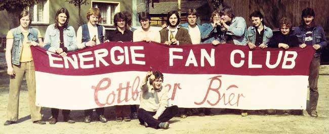 FCE-Fanclub: Eifriges Fahnennähen im Würfelblock