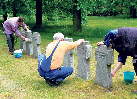 Spremberger Friedhof wird gesäubert