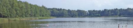 Branitz: Der See ist sehr flach, aber gut zum Baden. Die Branitzer halten das Umfeld selbst sauber