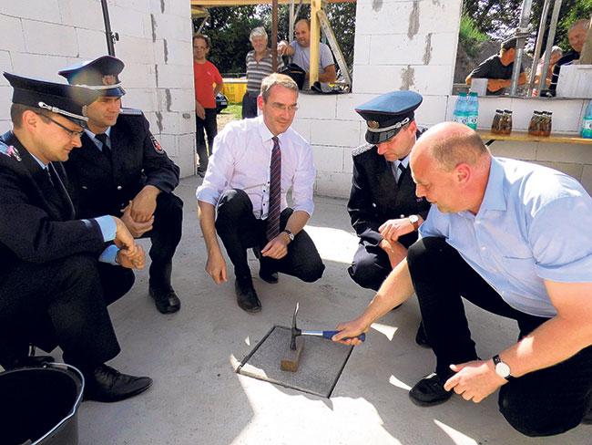 Sedlitz: Der Grundstein für ein neues Feuerwehrhaus ist jetzt gelegt