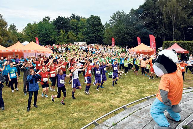 Cottbus: Mitarbeiter schnüren Sportschuhe   Am 8. September startet der DAK Firmenlauf