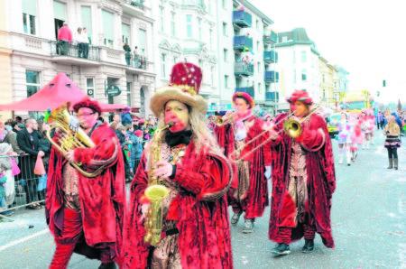 Dreitausend Karnevalisten machen Stimmung
