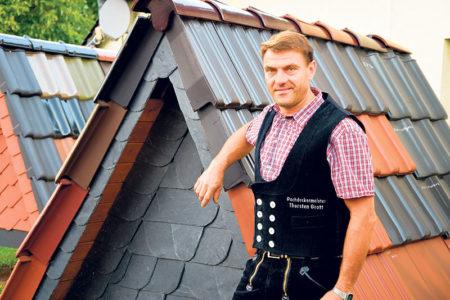Kunersdorf: Dachdecker freut sich über zwei Lehrlinge auf einen Streich