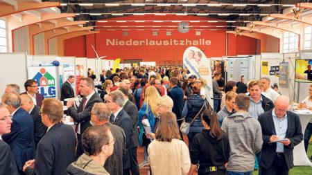Senftenberg: RWK-Ausbildungsmesse mit  Ausstellerrekord und Besucherzuspruch