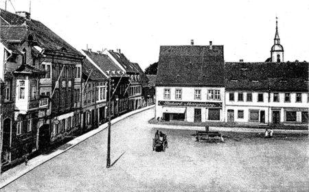 Altes Ortrand: Der Ortrander Altmarkt mit Schule und Gaststätten