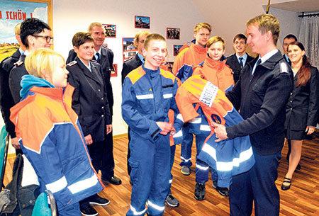 Annahütte: Neue Jacken für Wehr-Nachwuchs