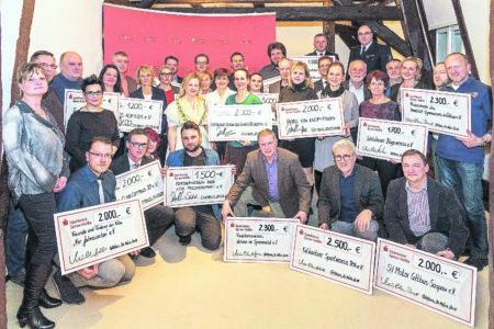 Vereine freuen sich über Sparkassen-Unterstützung