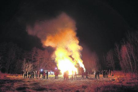 Die Osterfeuer lodern wieder am  Donnerstag und am Samstag
