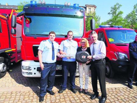 Feuerwehren mit neuen Fahrzeugen