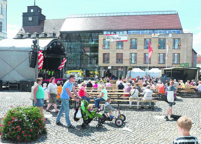 Unterhaltsame Überstunden im Rathaus Senftenberg