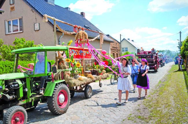 Am Herrenhaus wird wieder gefeiert in Klein Kölzig
