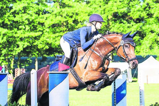 250 Pferde nehmen die Turnier-Hürden
