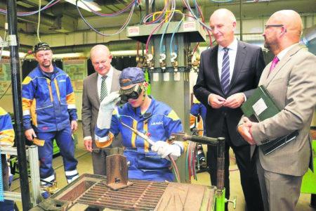 Vizekanzler Olaf Scholz besucht LEAG-Azubis in Jänschwalde