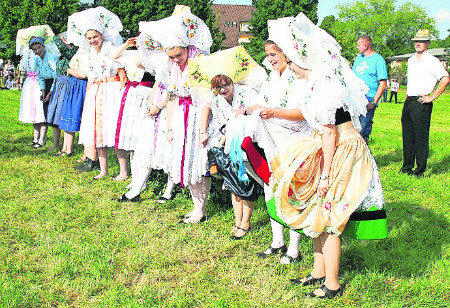 Burg empfängt neues Wendenkönigspaar beim Heimatfest