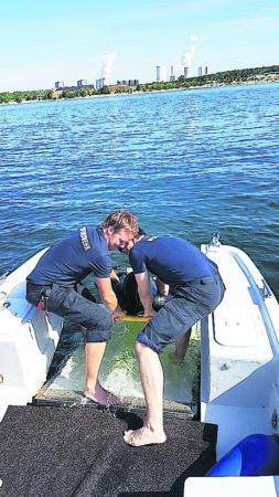 LEAG-Werkfeuerwehr trainiert am Bärwalder See