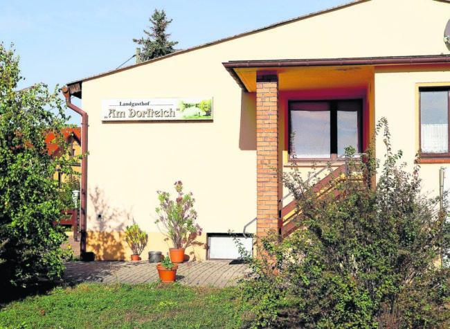 """Zum Gaumenschmaus nach Tauer in die Gaststätte """"Am Dorfteich"""""""