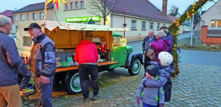 BesinnBesinnlicher & geselliger Auftakt in die Vorweihnachtszeit am Dorfanger in Ströbitz