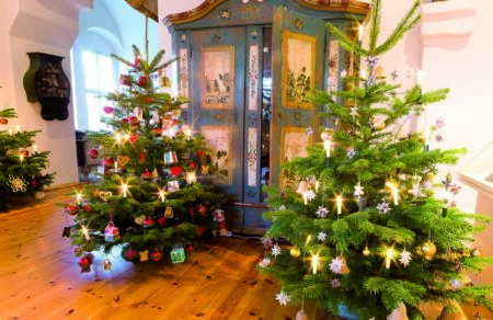 Große Weihnachtsbaumausstellung im Senftenberger Schloss ab 8.12.2018