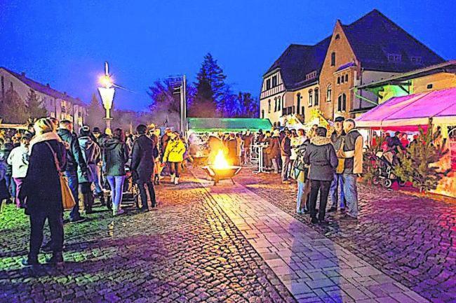 """Weihnachtsmarkt vor dem Welzower """"Excursio"""" am 15. Dezember 2018"""
