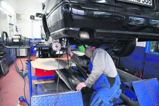 Ratgeber Mobil: Bremsen, Reifen, Licht - alles okay!