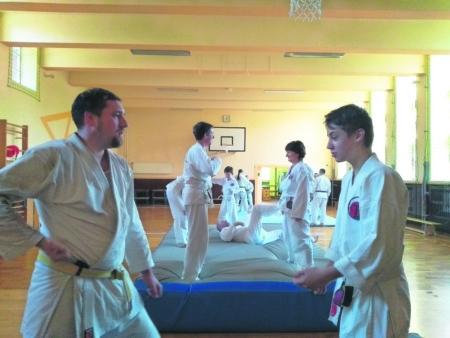 Karateka aus Schwarzheide bestehen Prüfung