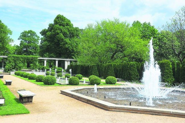 Acht Chöre singen im Rosengarten