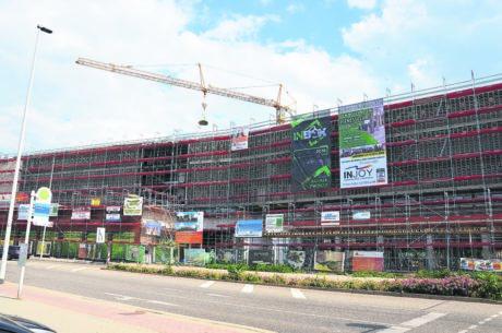 Cottbus: Richtkranz über Ostrower Bau