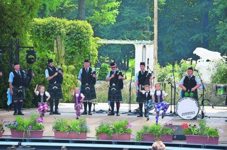 Folklore zwischen Rosen am 22. Juni 2019