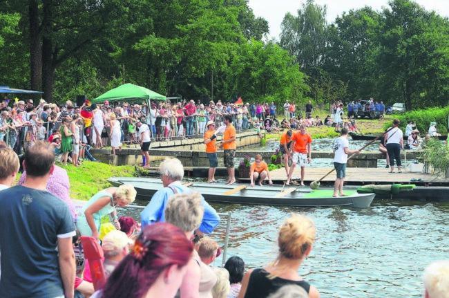 Die Fischerstadt feiert den Beginn der Karpfenernte
